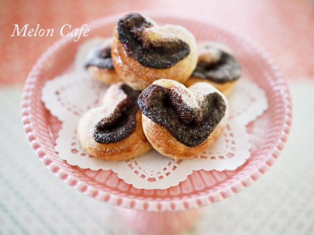 スライス生チョコレートとちおとめハートの簡単菓子パン横