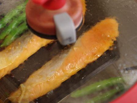 こんがりおいしい銀鮭の香りごま焼き03