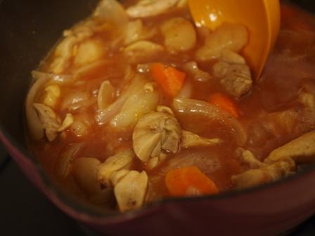 カレー材料の野菜と鶏もも肉でボルシチ03