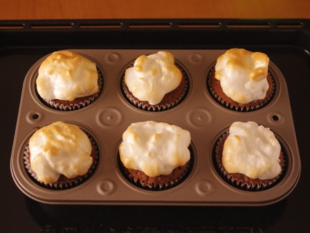 ホットケーキミックスで簡単メレンゲのせココアカップケーキ07
