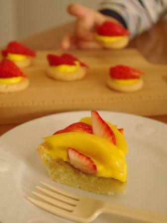 イチゴとマンゴーのフルーツタルトa