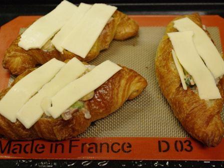 簡単ホワイトソースで煮込んだ、サーモンときのこのチーズシチュークロワッサン07