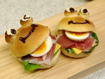 カエルさんの焼きたてサンドイッチ