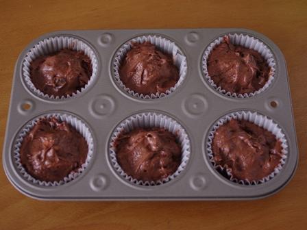 大きなマシュマロのおもしろ簡単チョコレートマフィン04