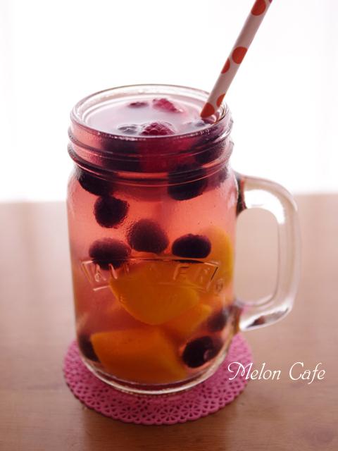 凍マンゴーとミックスベリーのフルーツビネガーウォーター
