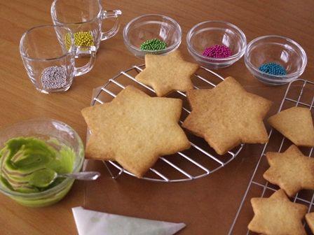 森にたたずむサンタのヘクセンハウスクリスマスツリークッキーとミニハウス11