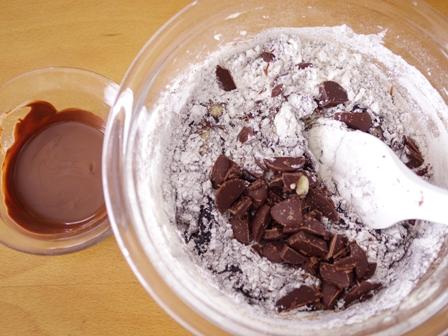 チョコレートケーキと食べられるドライフラワー02