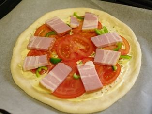 オレガノでトマトと厚切りベーコンのピザ06