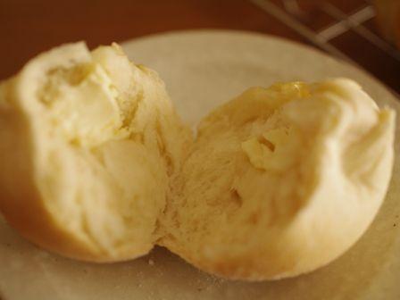 クリームチーズとはちみつの、まんまるパン02