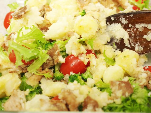 野菜も一緒に簡単が肉入りポテトサラダ07