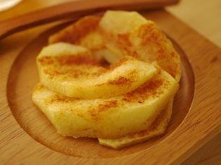 燻製風味のたまごトースト、ホットりんごシナモンc