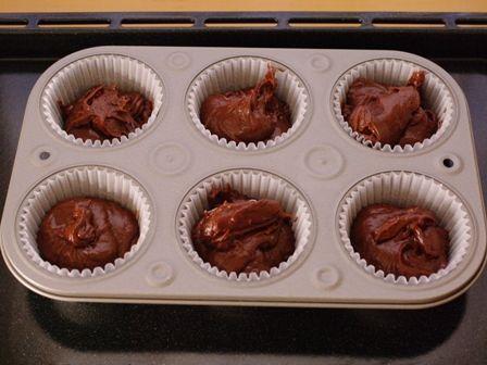 ネオトレビエと一緒に楽しむレシピたっぷりチョコのカップケーキ10