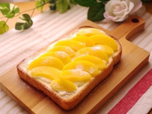 桃の缶詰と塩麹のトースト