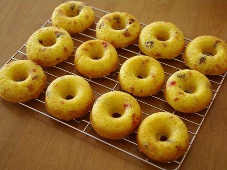 フルーツケーキの焼きドーナツ