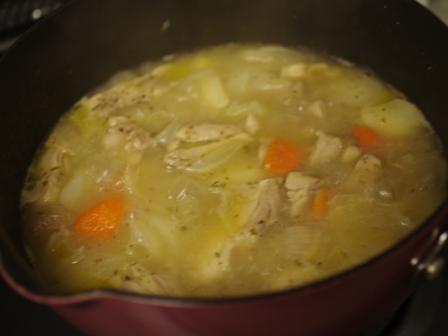カレー材料の野菜と鶏もも肉でボルシチ02