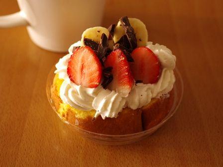 ロールケーキのいちごデコレーション01
