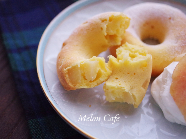 ヨーグルトと桃のシンプル簡単ヘルシー焼きドーナツ10