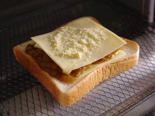 簡単チーズのカレートースト04
