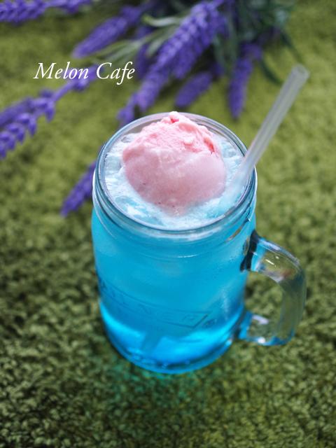 可愛い色のクリームソーダ