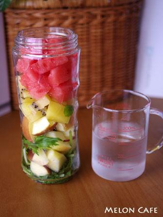マイボトルブレンダーでつくる野菜と果物たっぷりのふんわりジュース04