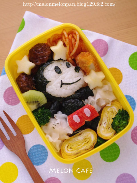 おかずで作るミッキーマウスのキャラ弁当