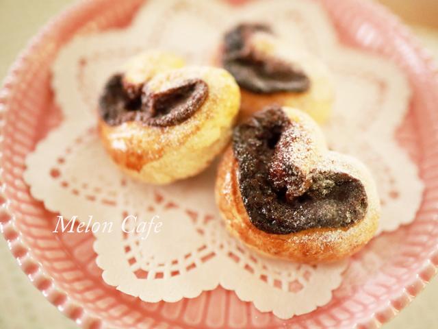スライス生チョコレートとちおとめハートの簡単菓子パン00
