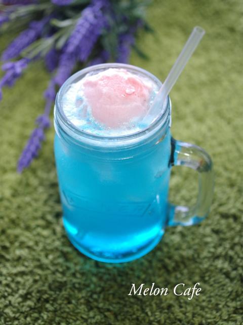 可愛い色のクリームソーダb