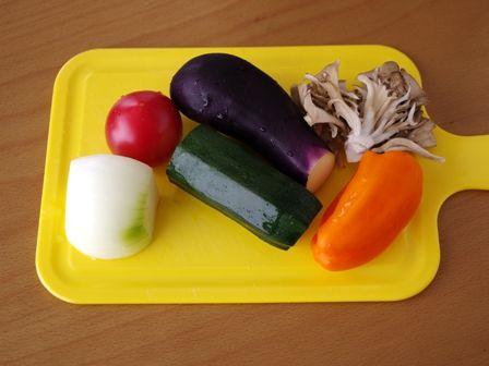 鶏肉のポワレ野菜たっぷりラタトュユ添え01