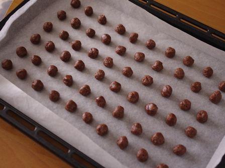 ココアパウダーとアーモンドパウダーで作るサクサク香ばしい塩ショコラボール05