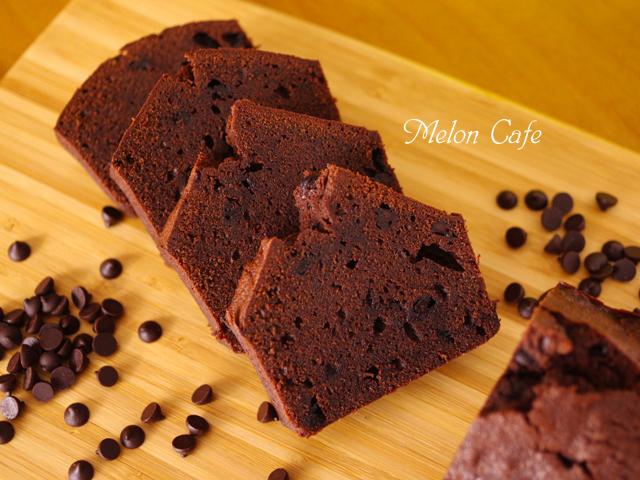 簡単きれいな断面にチョコチップぎっしりココアパウンドケーキ