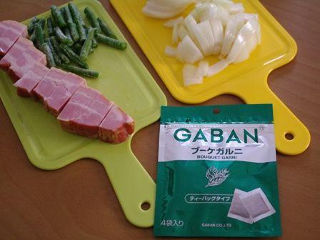 ひと皿で満足ブーケガルニでつくる厚切りベーコンのグラタンスープ02