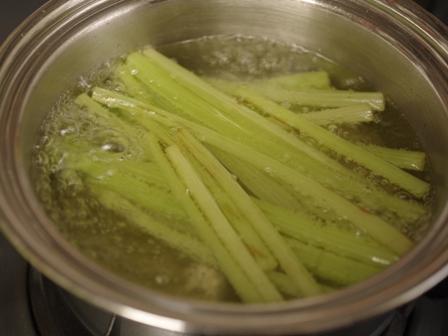簡単和食ふきの鶏そぼろ煮01