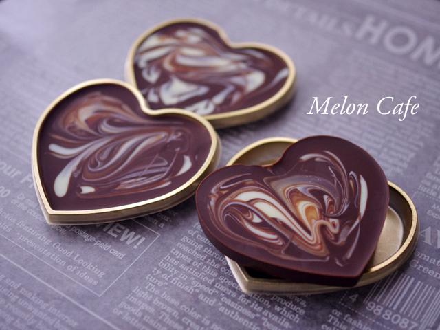 マーブル模様の板チョコレートハート型