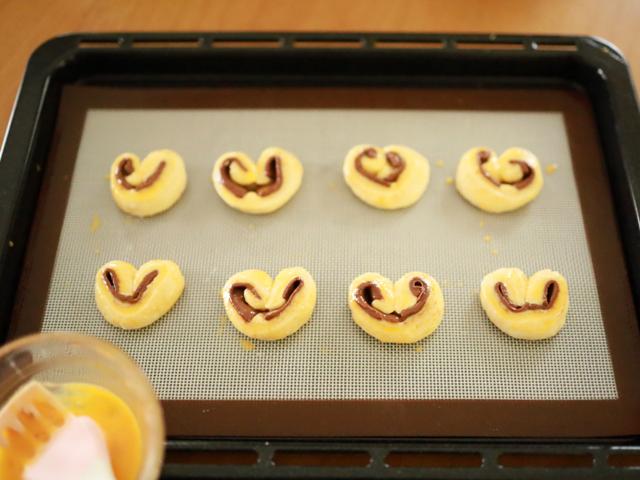 スライス生チョコレートとちおとめハートの簡単菓子パン10