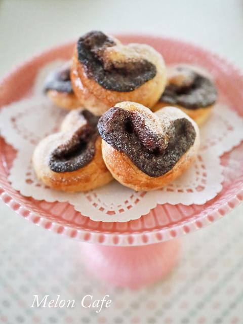 スライス生チョコレートとちおとめハートの簡単菓子パン縦