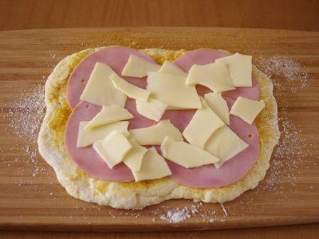 ホットケーキミックスで作る簡単ハムとチーズのカレーロールパン07