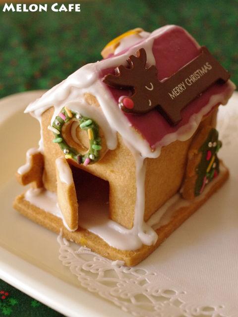 ヘクセンハウスお菓子の家窓と家具つきサンタのドールハウス06a