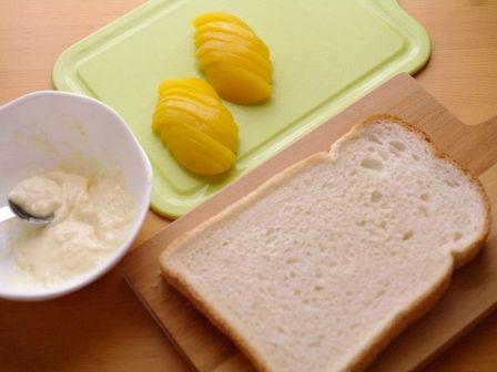 桃缶と塩麹でとろ甘デザートトースト01