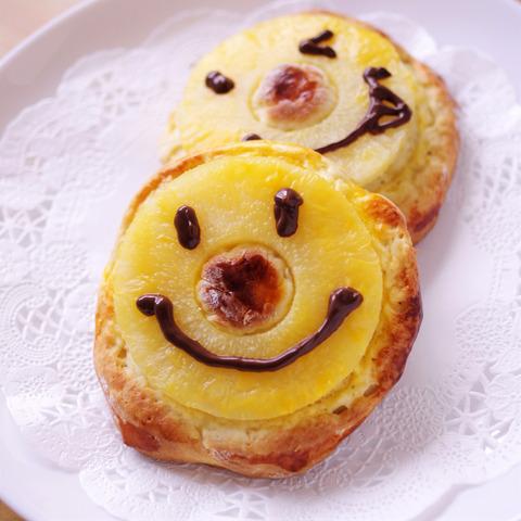 夏のホットケーキミックスパンバナナとパイナップルinst