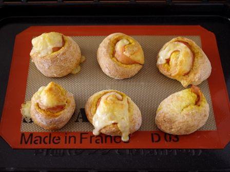 ホットケーキミックスで作る簡単ハムとチーズのカレーロールパン10