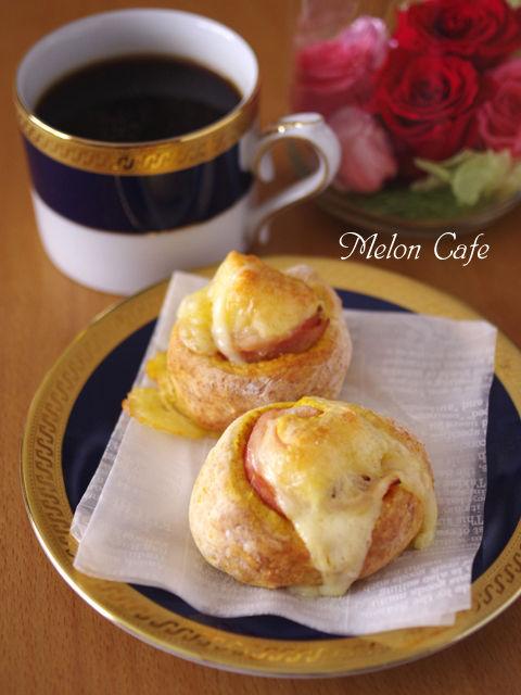 ホットケーキミックスで作る簡単ハムとチーズのカレーロールパン