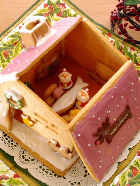 ヘクセンハウスお菓子の家窓と家具つきサンタのドールハウス