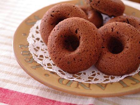 チョコレートたっぷり焼きドーナツ