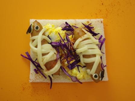 チーズとウィンナーのハロウィンサンドシナイッチ01