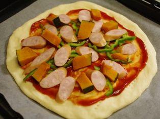 生地から手作り簡単ピザ06
