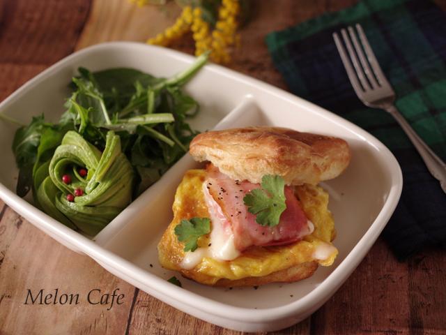 簡単チーズ包みベーコンと卵のクリスケット朝食