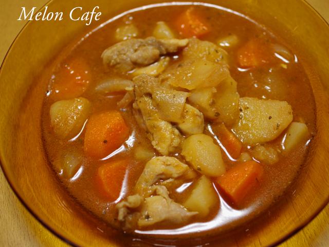 カレー材料の野菜と鶏もも肉でボルシチ
