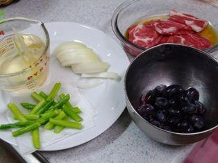 ぶどうとアスパラ和醤油ソテー材料