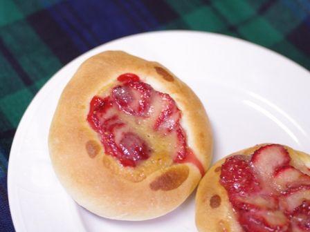 イチゴのまんまるおやつパン