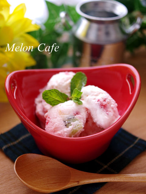 混ぜて凍らせるだけ、簡単フルーツフローズンヨーグルトアイスクリーム